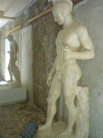 Villa Grecque Kérylos :                   allée des dames
