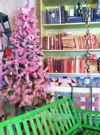 Storiebook Cafe:                   decor