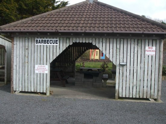 Belleek Caravan and Camping Park: Large covered BBQ area