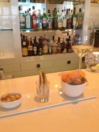 Bellevue Groothoofd:                   a glass of wine and the complimentary snacks