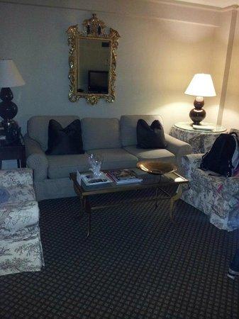 Eliot Hotel:                   Seating area.
