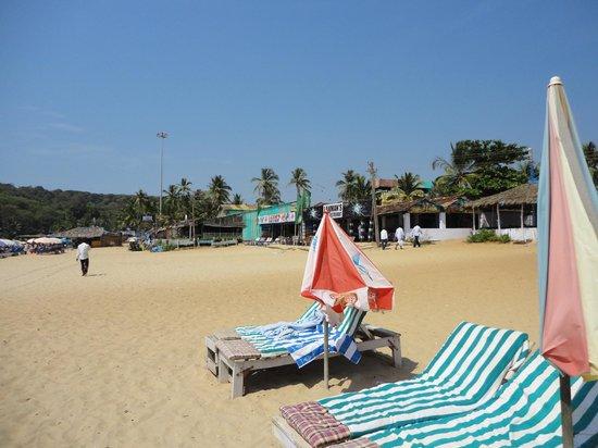 Nazri Resort Hotel:                                     beach