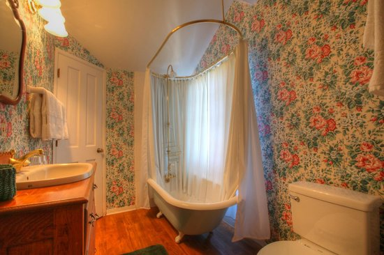 Bath Street Inn: Tiffany Bathroom