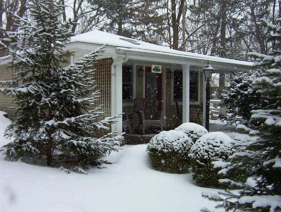 Hidden Garden Cottages & Suites: Open all year & perfect for a Winter Escape!