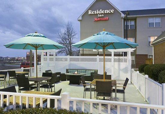 Residence Inn Dallas Lewisville : Relax by the fire pit on our Patio