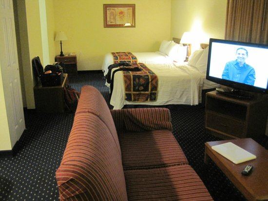 Gatehouse Suites East Lansing:                   Notice the odd placement of the TV