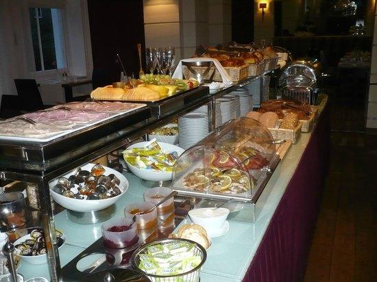 K+K Hotel George:                   le buffet du petit déjeuner