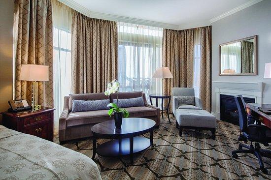 Magnolia Hotel And Spa: Signature Corner sitting area