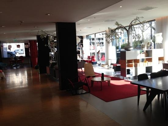 citizenM Amsterdam:                   the lobby