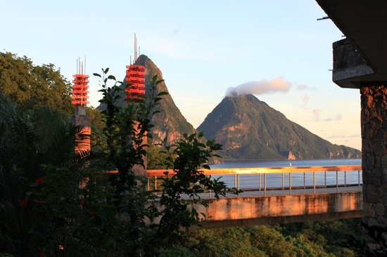Jade Mountain Resort:                   Beautiful Views/Room/Excellent Resort