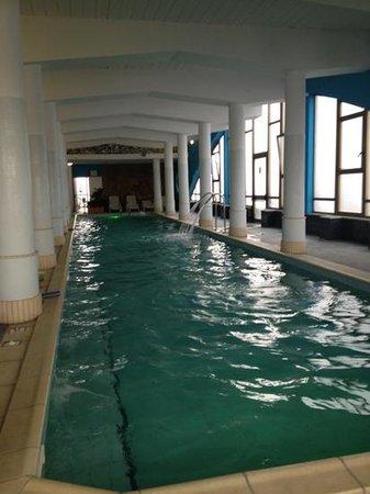 ألكسندر بالاس:                   la piscina termale interna                 