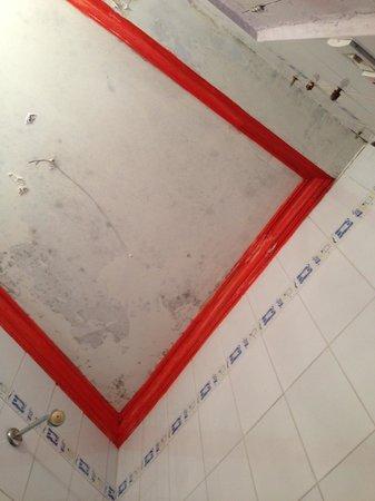 Hotel Surya:                   bathrom ceiling