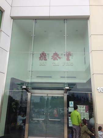 Din Tai Fung Dumpling House:                   back entrance