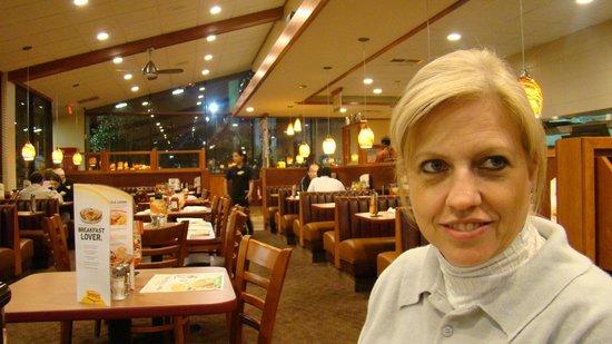 Minha esposa no Denny's - Orlando...