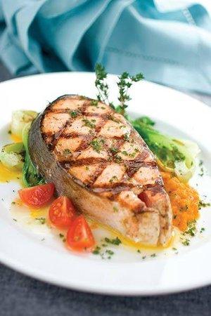 Savoury Bight Seaside Restaurant & Pub: Salmon dinner entree