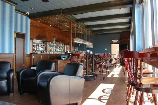Savoury Bight Seaside Restaurant & Pub : Dinning room & pub view