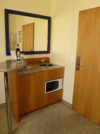 Starlight Suiten Hotel:                   Kitchenette