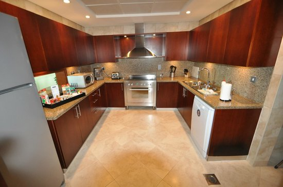 JA Oasis Beach Tower:                   Fabulous fully loaded Kitchen