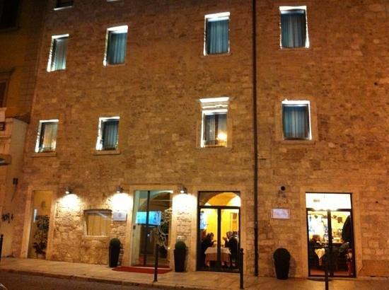 Hotel Palazzo dei Mercanti:                   facciata esterna
