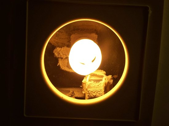 Quality Inn Hyde Park:                   bathroom light, yes that's dirt/cobwebs
