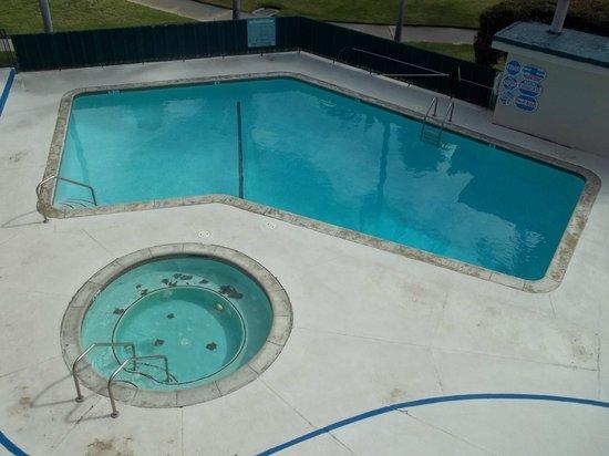 Santa Barbara Inn :                   Pool and hot tub