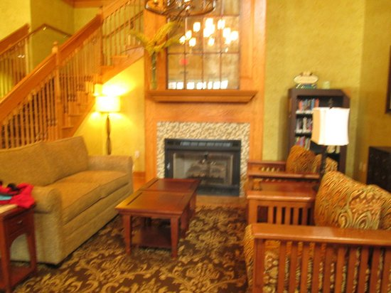 Country Inn & Suites by Radisson, Williamsburg Historic Area, VA:                   Lobby