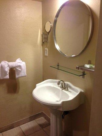 Highland Inn: King Room:  Bath Sink