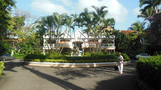 Coco Reef Tobago:                   Another view of the entrance