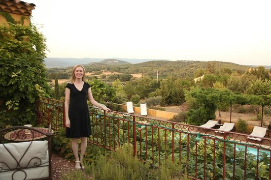 B&B Le Mas Jorel:                                     Back patio overlooking pool and mountains
