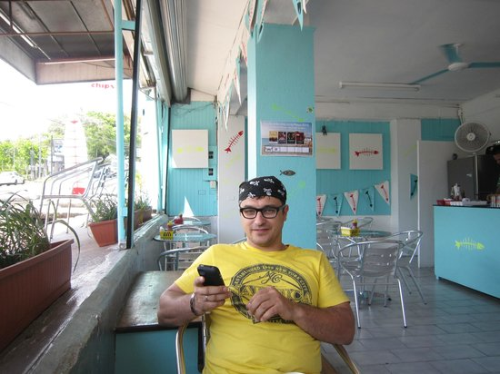 El Gato Pescador:                                     enjoying the sunshine, hungry for fish and chips