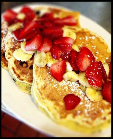 Brio's Pizzeria & Restaurant: Strawberry & Banana Buttermilk Pancakes