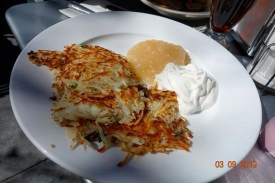 Palo Alto Creamery Fountain & Grill:                   potato pancake with sour cream and apple sauce on the side