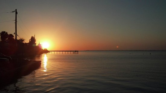 Capt'n Con's Fish House:                   Capt Con's sunset from pier