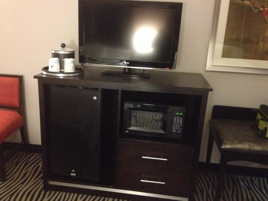 Hampton Inn and Suites Tulsa Central:                   Our room had a microwave and mini fridge