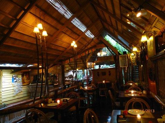 Kalui Restaurant:                   Restaurant interior 2