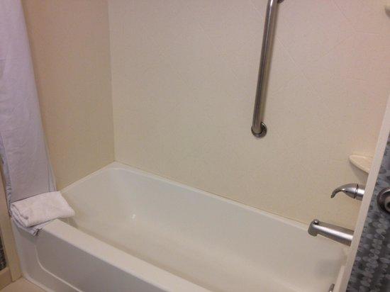 Hampton Inn and Suites Tulsa Central:                   Bathtub/shower