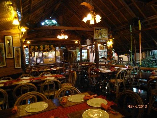 Kalui Restaurant:                   Restaurant interior 1