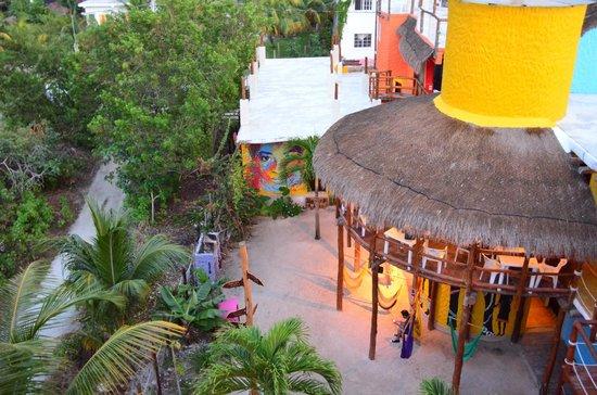 Tribu Hostel:                   Vista desde la terraza al interior del hotestel