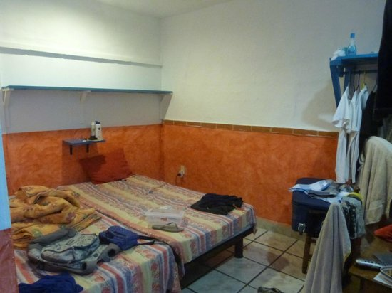 Hotel Colorado:                   habitacion