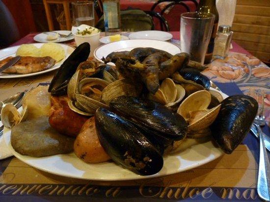 Kuranton Restaurant :                   Curanto tipico