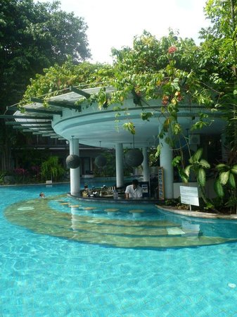 Padma Resort Legian:                                     pool bar