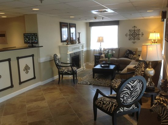 Grand View Inn & Suites: Hotel Lobby