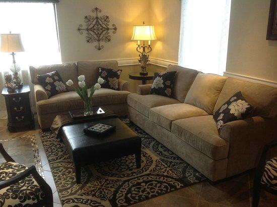 Grand View Inn & Suites: Hotel Lobby
