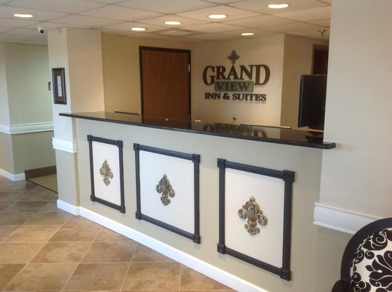Grand View Inn & Suites: Registration