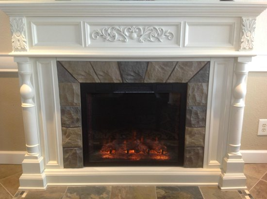 Grand View Inn & Suites: Fire Place in Lobby