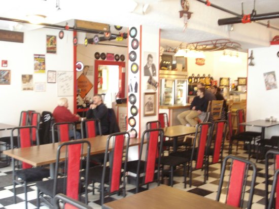 Cruisers Malt Shoppe: Expanded dining area