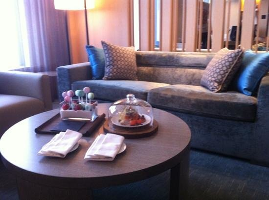 Conrad Seoul: lounge area of suite 3016