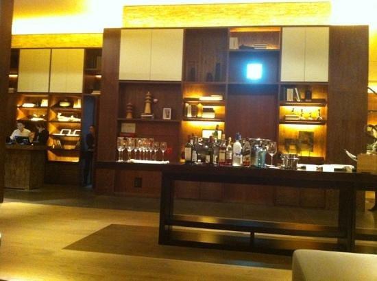 Conrad Seoul: executive lounge: cocktail time