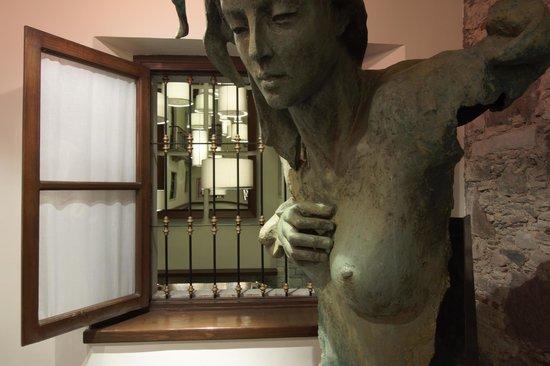 Hotel Boutique 1850: Espacio Escultórico y Artístico.