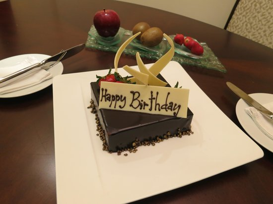 Raffles Makati: birthday cake for my spouse